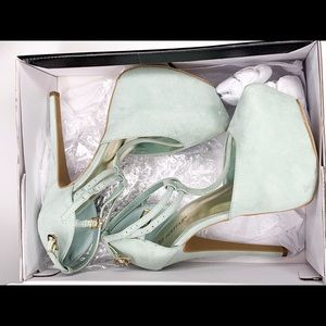 JustFab Platform heels never worn Mint color